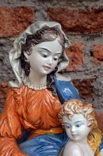 virgin mary and baby jesus statue