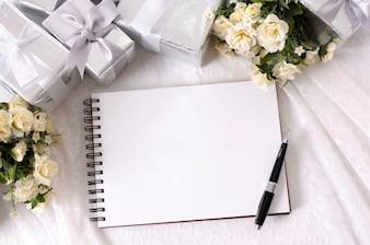 テーブルの上に結婚式の要素