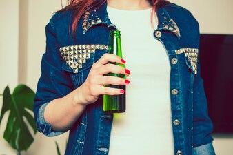 女の子、ビール、瓶