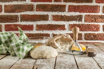 生地、テーブルクロスや小麦粉と木製の面