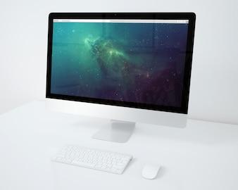 白いデスクトップ上のコンピュータがモックアップ