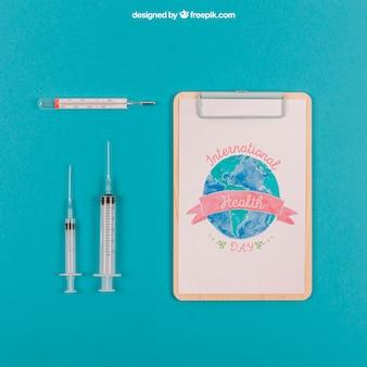注射器とクリップボードによる医療モックアップ
