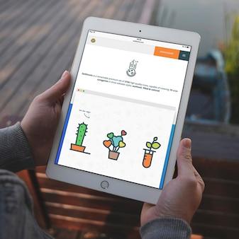 タブレットの画面は、デザインのモックアップ