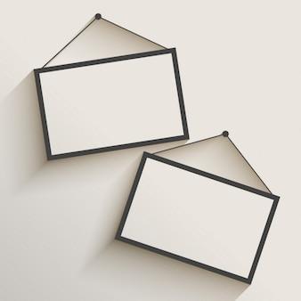 壁に掛かっている空白のフォトフレーム