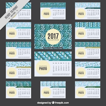 2017 calendar with decorative leaves
