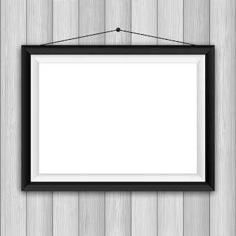 木製の壁の背景の空白の写真フレーム