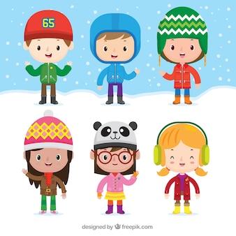 素敵な冬の帽子を持つ子供のコレクション