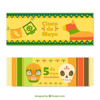 色の付いた飾りのあるCinco de mayoの旗