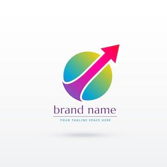 成功のロゴコンセプトデザインを示す上向きの矢印が付いた円