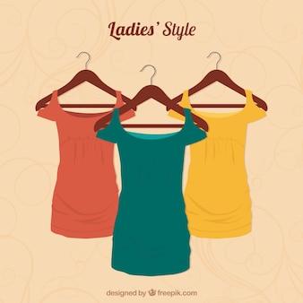 女性のTシャツ