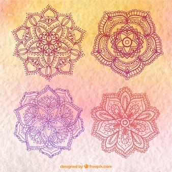 4つの手描きの花のマンダラ