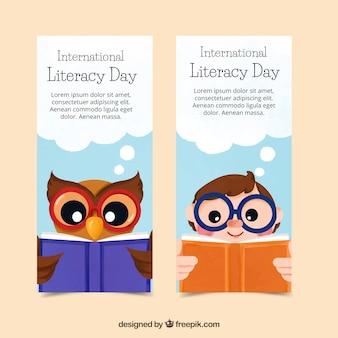 フクロウと子供のバナーは本を読む