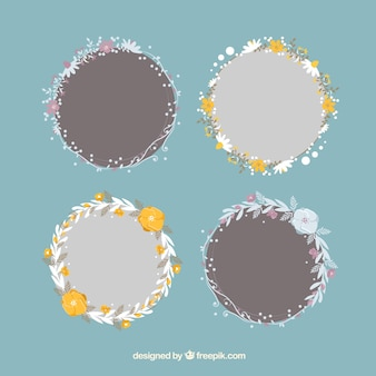 Pack of four hand-drawn floral wreath