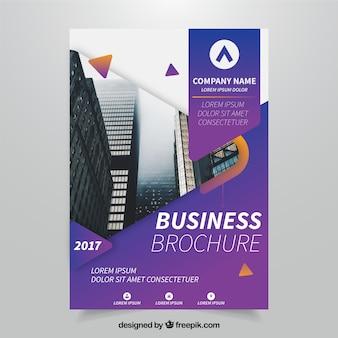 紫のビジネスパンフレットテンプレート