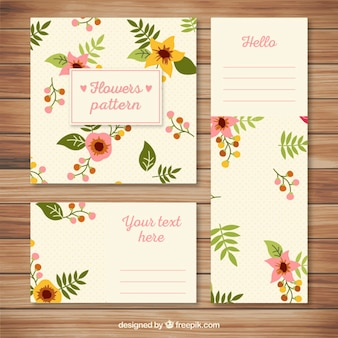 Stationery with floral pattern