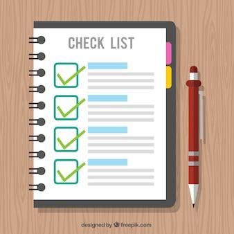 チェックリストとペンを持つ木製の背景