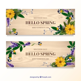 Wooden banners with floral details