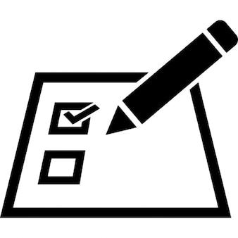 Lista di controllo su una carta con una matita