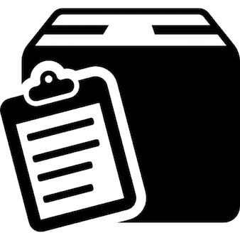 Commerciële levering symbool van een lijst op klembord op een doos pakket