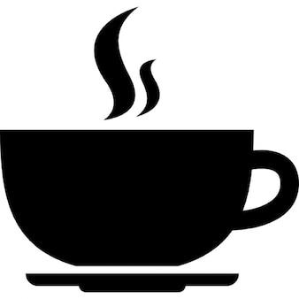 Hete koffie afgeronde kop op een plaat van de zijkant bekijken