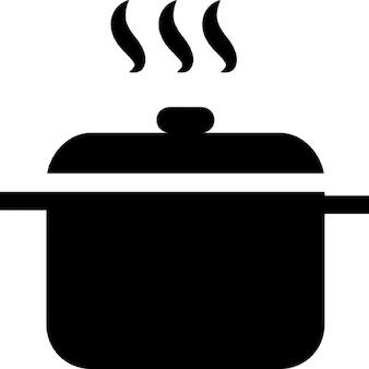 Hete soep in een pot