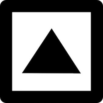 Pijltje omhoog of driehoekige vorm in een vierkant overzicht