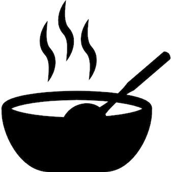 Warm eten in een kom
