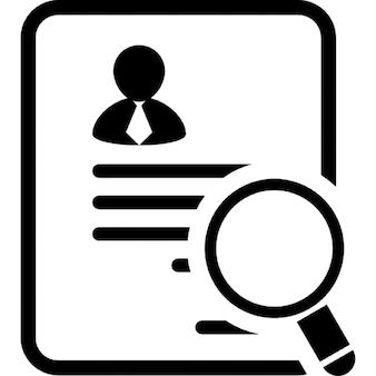Zakenman papier van de aanvraag voor een job