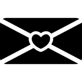 Amo envelope mensagem de volta com um coração no meio