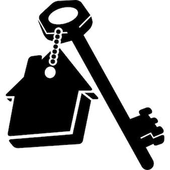 Casa chaveiro com a chave da porta
