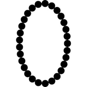 Colar de pérolas forma de moldura oval