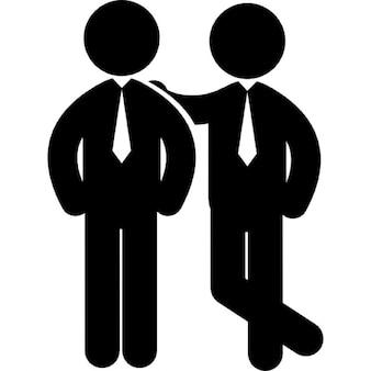 Dois empresários de pé lado a lado
