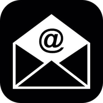 E-mail envelope aberto em um quadrado arredondado