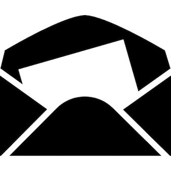 Envelope em papel preto com uma folha de carta branca para dentro