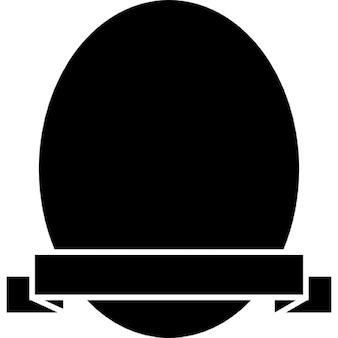 Bouclier de forme ovale avec une bannière