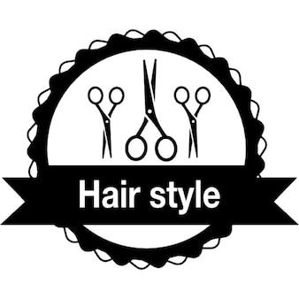 Cheveux badge salon avec des ciseaux