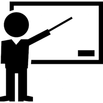 Enseignant pointant tableau noir