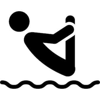 Homme silhouette saut inversé à l'eau