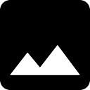 Massif montagneux sur fond noir