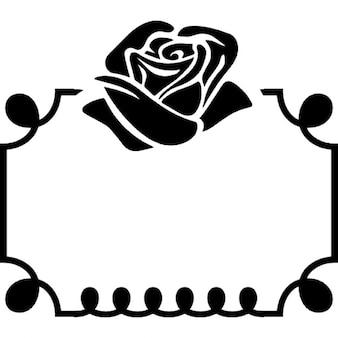 Rose ornement de fleurs sur le dessus d'un cadre