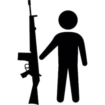 Masculina con pistola armalite