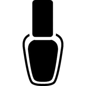 Uñas de la mano que pinta botella
