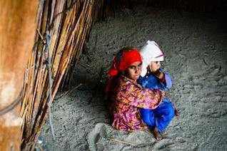 deux enfants pauvres