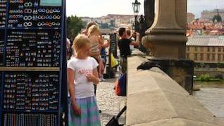 fille et pigeon