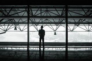 L'homme à l'aéroport