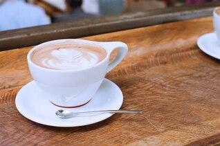 Fleur dans le café