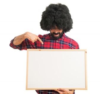Afro, homme, tenue, vide, pancarte