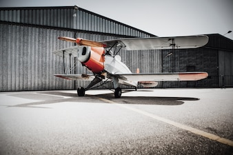 Avion avec des ailes doubles