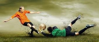 Balle de football l'eau de formation herbe