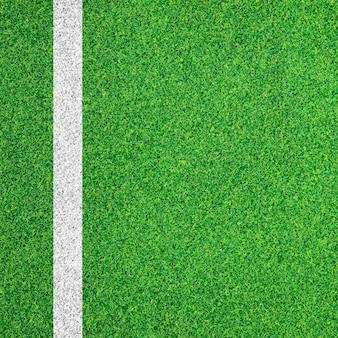 Bande blanche sur le terrain de football vert